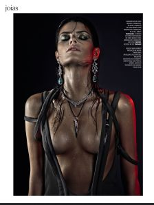 Isabeli Fontana by Zee Nunes for Vogue Brazil April 2013 (5)