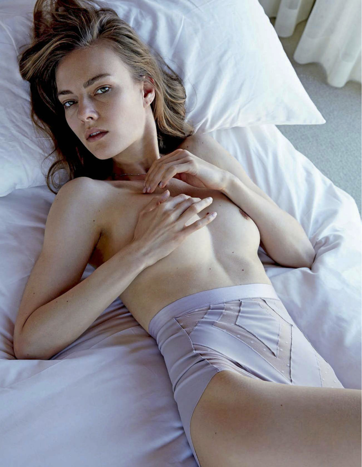 Chelsea Handlers Possible Leak,Linda Hamilton Black Moon Rising  Adult video Amy winehouse,Jennifer Grey Nude Photos and Videos