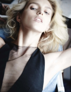 Anja Rubik By Mario Testino For Vogue Germany March 2014 (3)