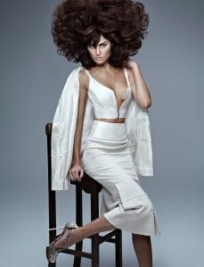 Isabelli Fontana by Zee Nunes for Vogue Brazil September 2013 (1)