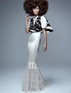 Isabelli Fontana by Zee Nunes for Vogue Brazil September 2013 (4)